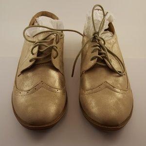 a860889ca7 Women's Dress Shoes - Gold - Size 10 - Delia*s